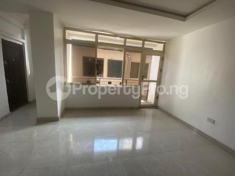 3 bedroom Blocks of Flats House for rent GRA Sabo  Yaba Lagos - 15