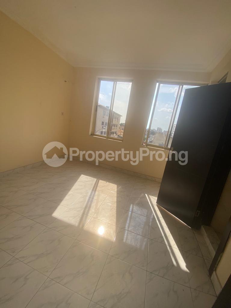 3 bedroom Blocks of Flats House for rent GRA Sabo  Yaba Lagos - 8