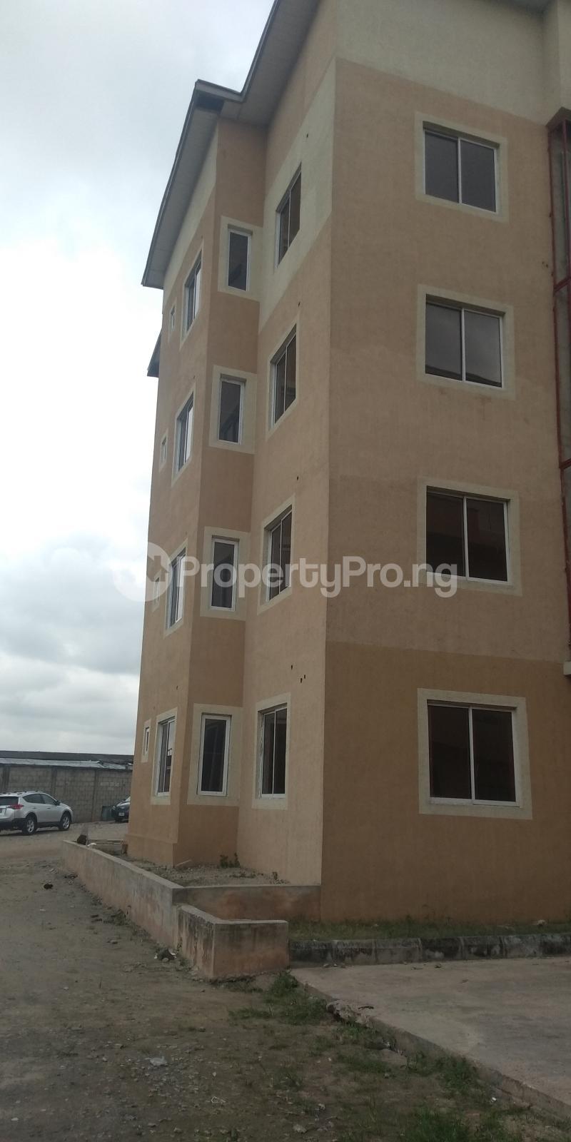 3 bedroom Flat / Apartment for sale Aje ologo road.mile 12 Alapere Kosofe/Ikosi Lagos - 9