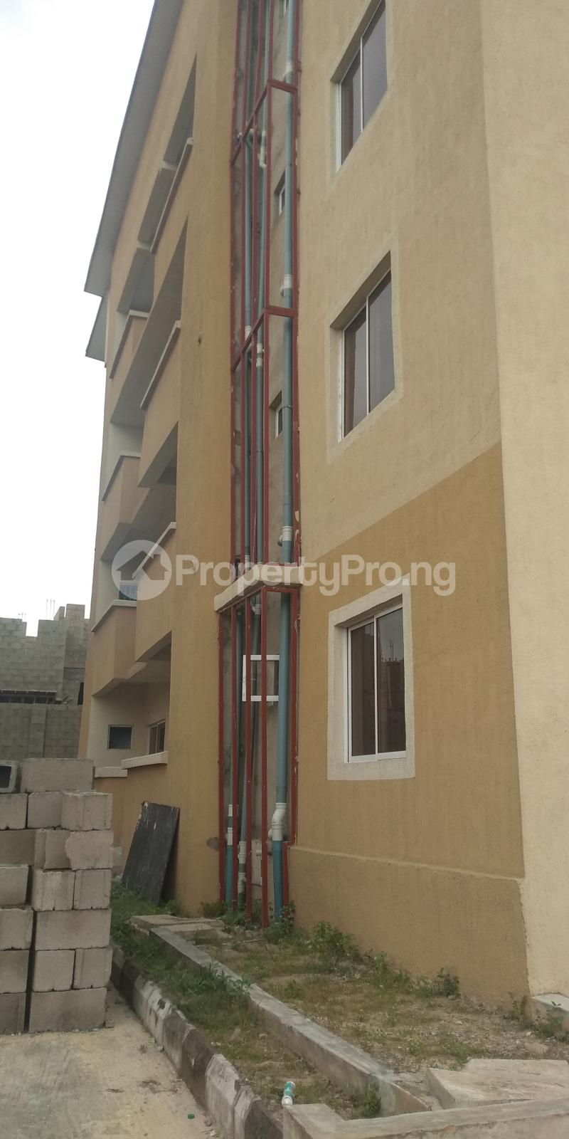 3 bedroom Flat / Apartment for sale Aje ologo road.mile 12 Alapere Kosofe/Ikosi Lagos - 7
