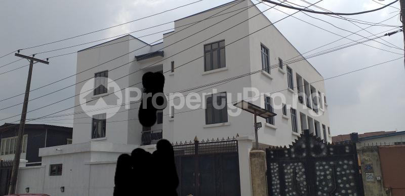 3 bedroom Flat / Apartment for rent 27, Eric Moore Street, Wemabod Estate Adeniyi Jones Ikeja. Ikeja Lagos - 2