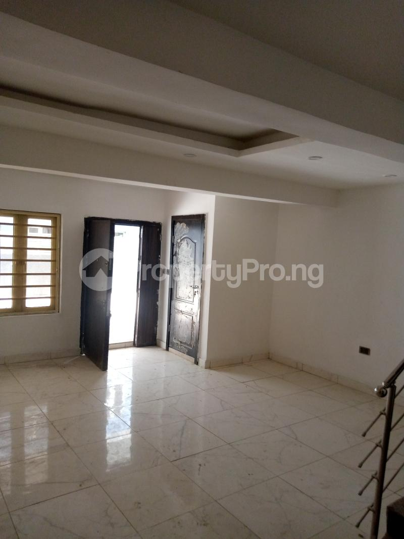 4 bedroom Terraced Duplex for rent Bethel Estate Alaka/Iponri Surulere Lagos - 2