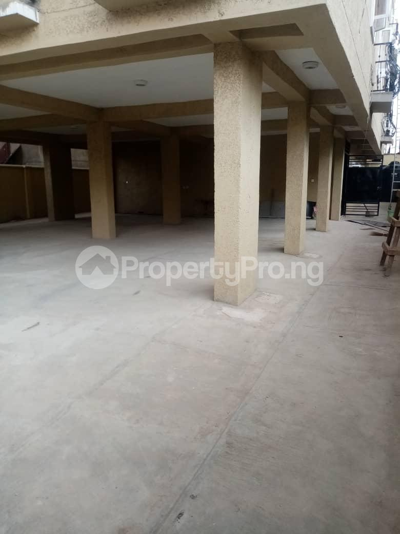 3 bedroom Flat / Apartment for rent Alagomeji, Yaba. Alagomeji Yaba Lagos - 3