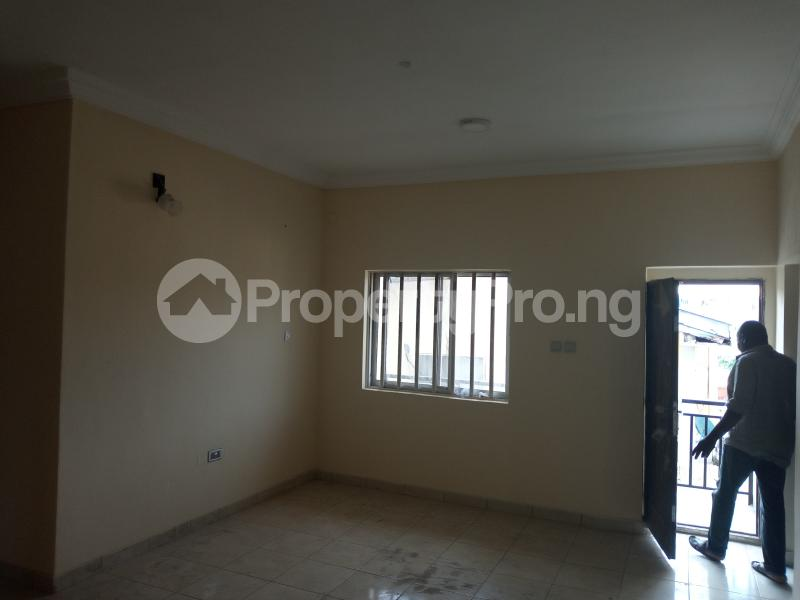 3 bedroom Blocks of Flats House for rent Adebiyi st, alagomeji, sabo Alagomeji Yaba Lagos - 6