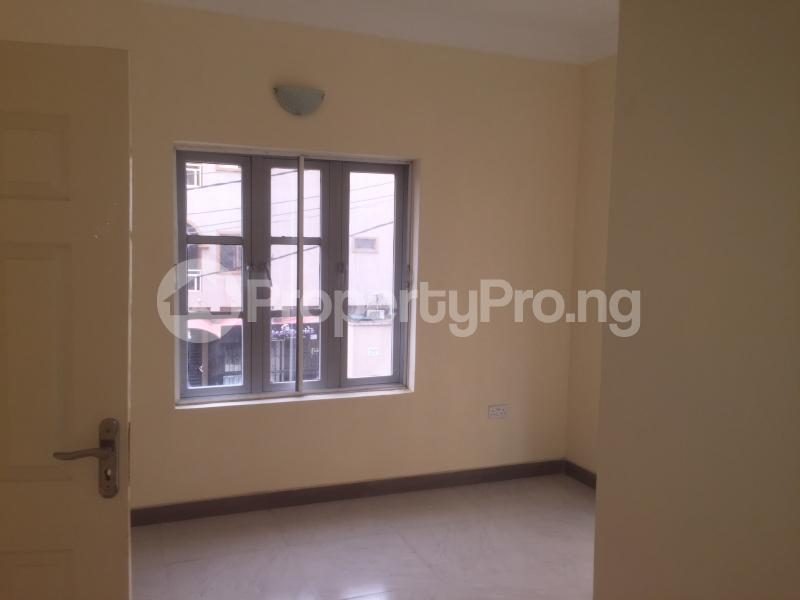3 bedroom Flat / Apartment for rent Akinwunmi  Alagomeji Yaba Lagos - 1