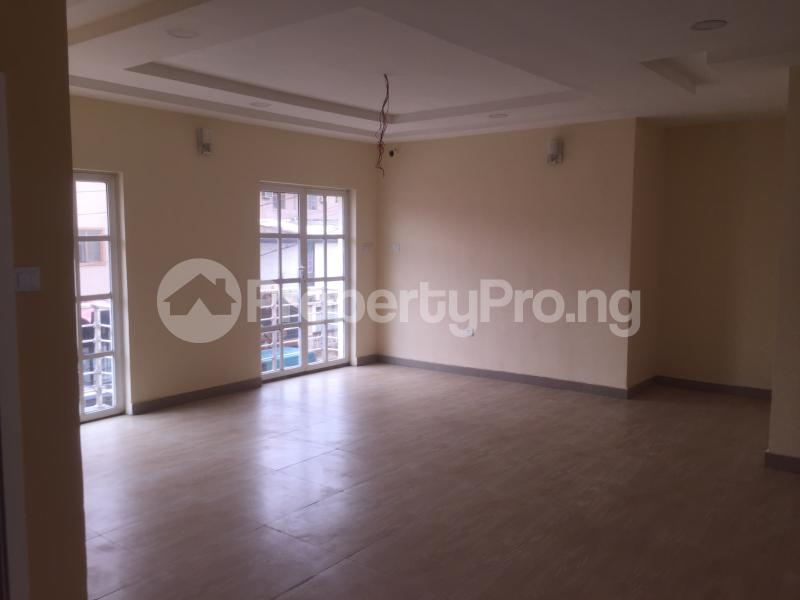 3 bedroom Flat / Apartment for rent Akinwunmi  Alagomeji Yaba Lagos - 5