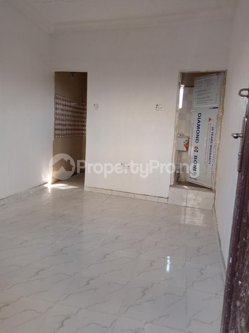 1 bedroom Self Contain for rent Alagomeji Alagomeji Yaba Lagos - 1