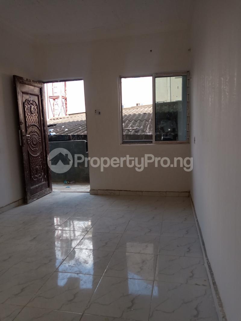 1 bedroom Self Contain for rent Alagomeji Alagomeji Yaba Lagos - 4