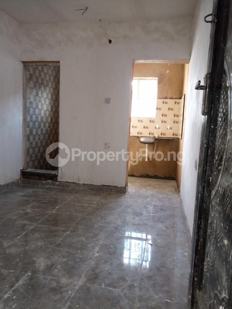 1 bedroom Self Contain for rent Onike Sabo Yaba Lagos - 2