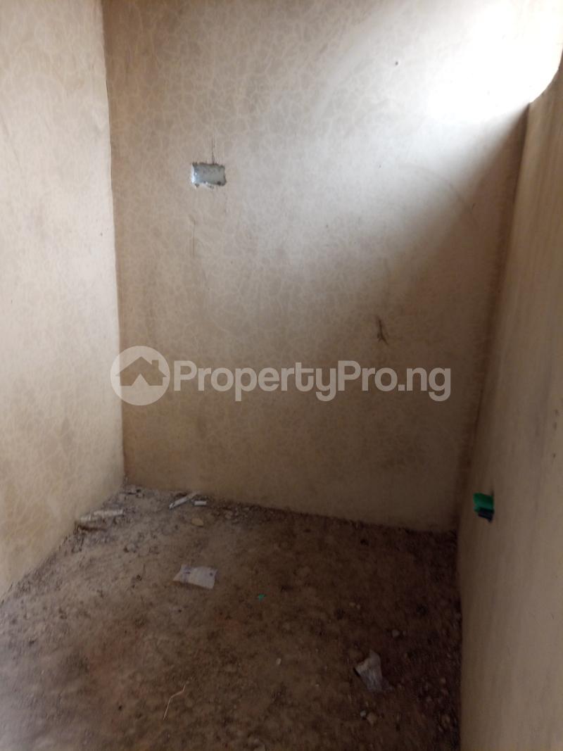 1 bedroom Self Contain for rent Bajulaiye Fola Agoro Yaba Lagos - 0