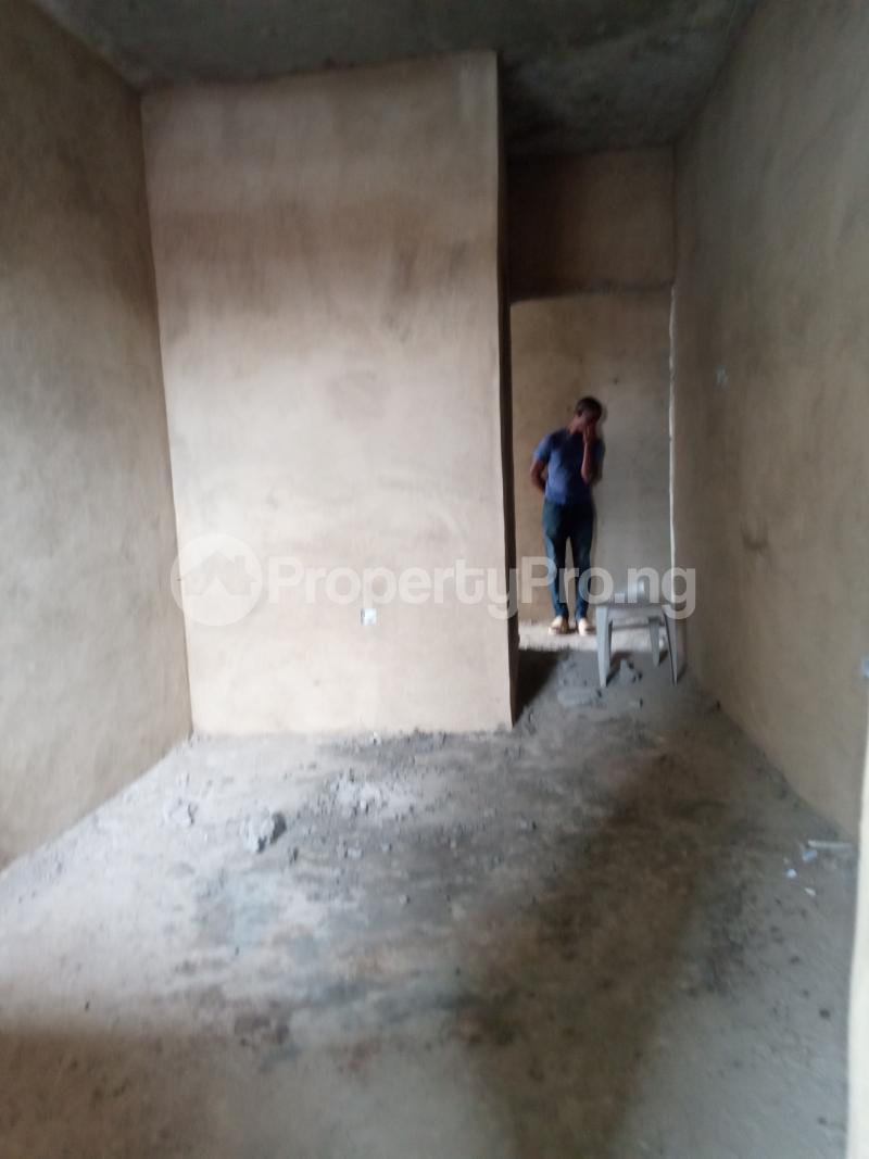 1 bedroom Self Contain for rent Bajulaiye Fola Agoro Yaba Lagos - 2