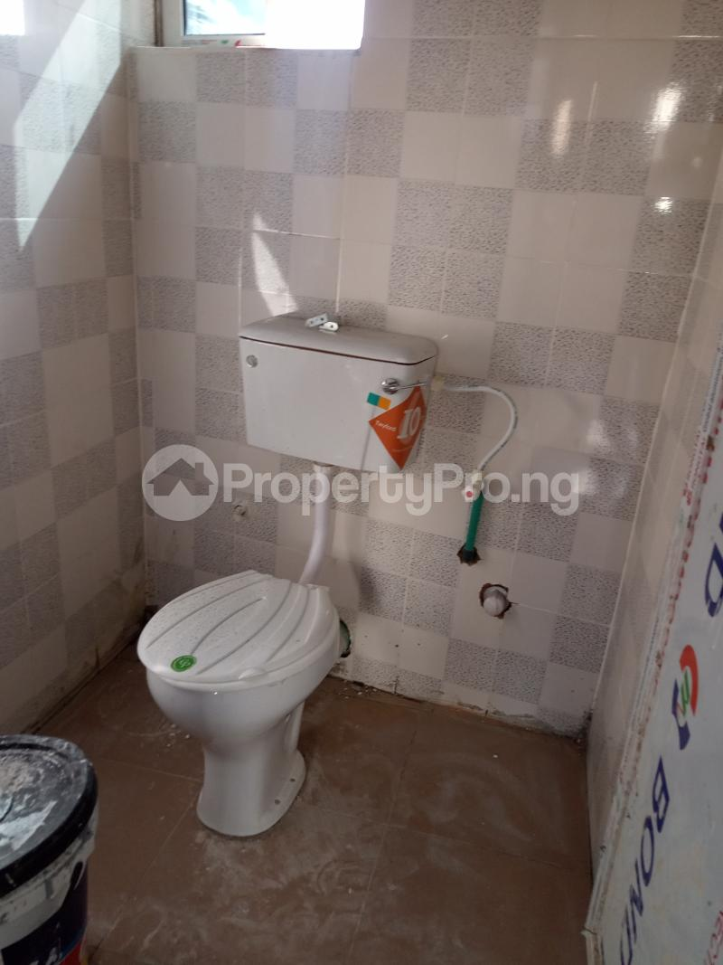 1 bedroom Self Contain for rent Alagomeji Alagomeji Yaba Lagos - 3