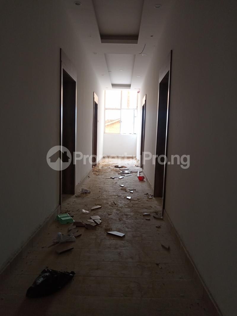 1 bedroom Self Contain for rent Onike Onike Yaba Lagos - 5
