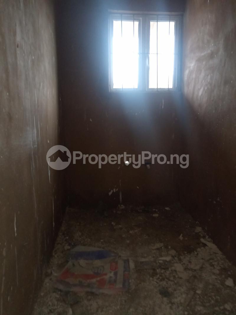 1 bedroom Self Contain for rent Onike Onike Yaba Lagos - 3
