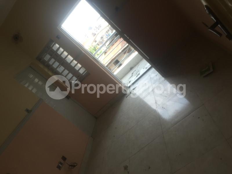 1 bedroom Self Contain for rent Pedro Obanikoro Shomolu Lagos - 4