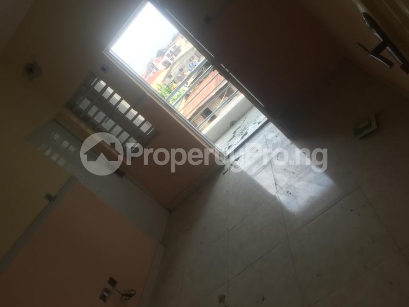 1 bedroom Self Contain for rent Pedro Obanikoro Shomolu Lagos - 3