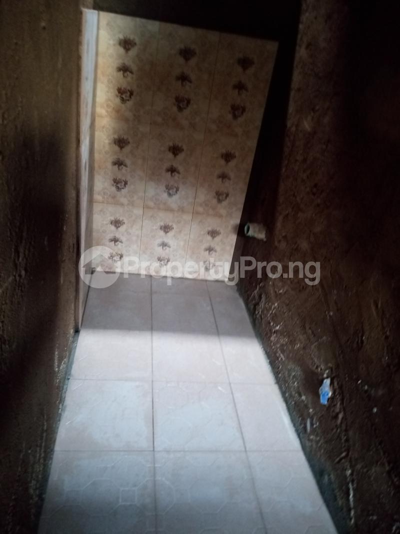 Self Contain Flat / Apartment for rent Ik dairo st Lawanson Surulere Lagos - 3