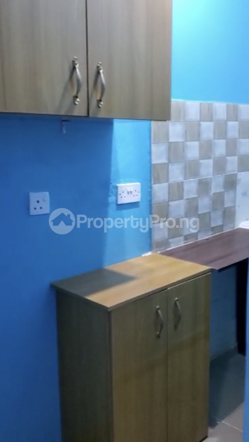 Self Contain Flat / Apartment for rent Off Unilag Road Yaba Abuleoga Nice Compound And Gated Compound Abule-Oja Yaba Lagos - 6