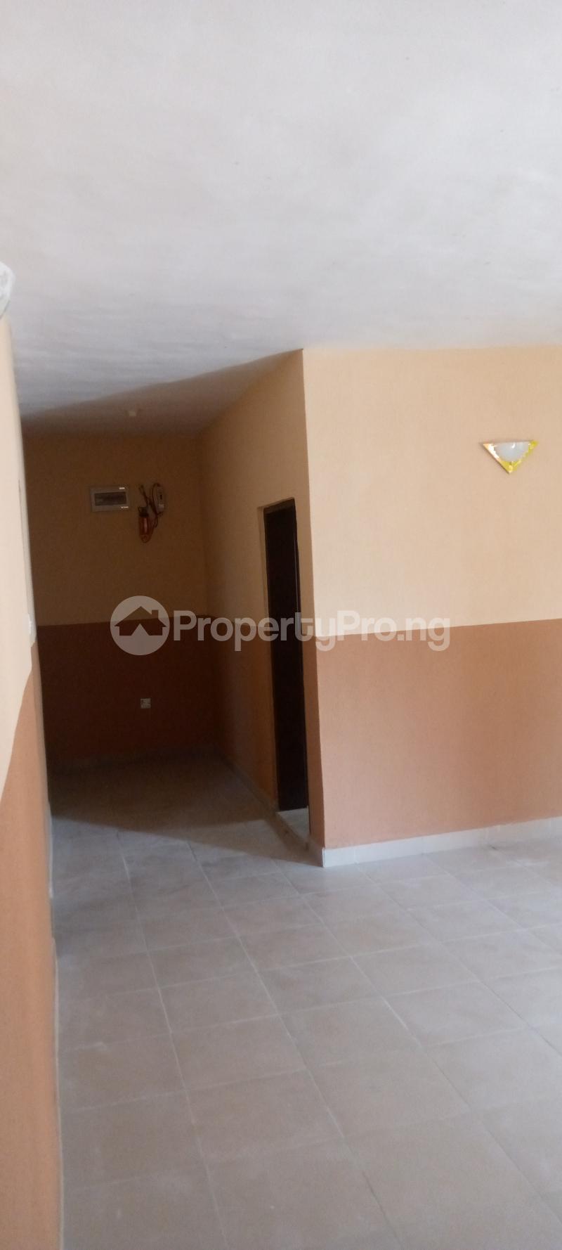 3 bedroom Blocks of Flats House for rent Basin area Ilorin Kwara - 2