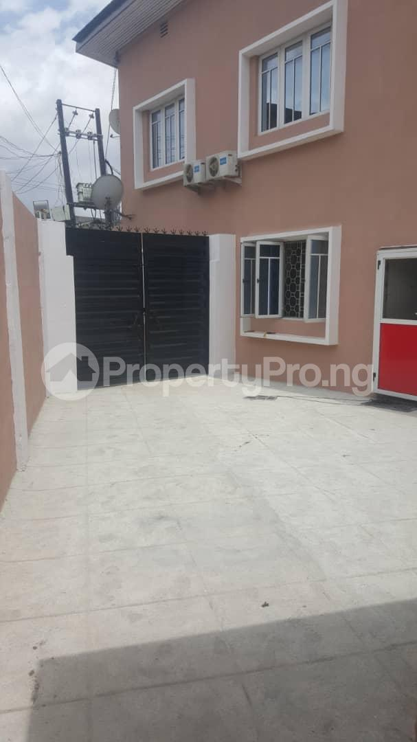 3 bedroom House for rent Off ogunlana Ogunlana Surulere Lagos - 2