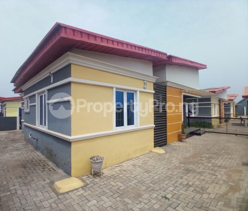 3 bedroom Semi Detached Bungalow for sale Loto Mowe Obafemi Owode Ogun - 1