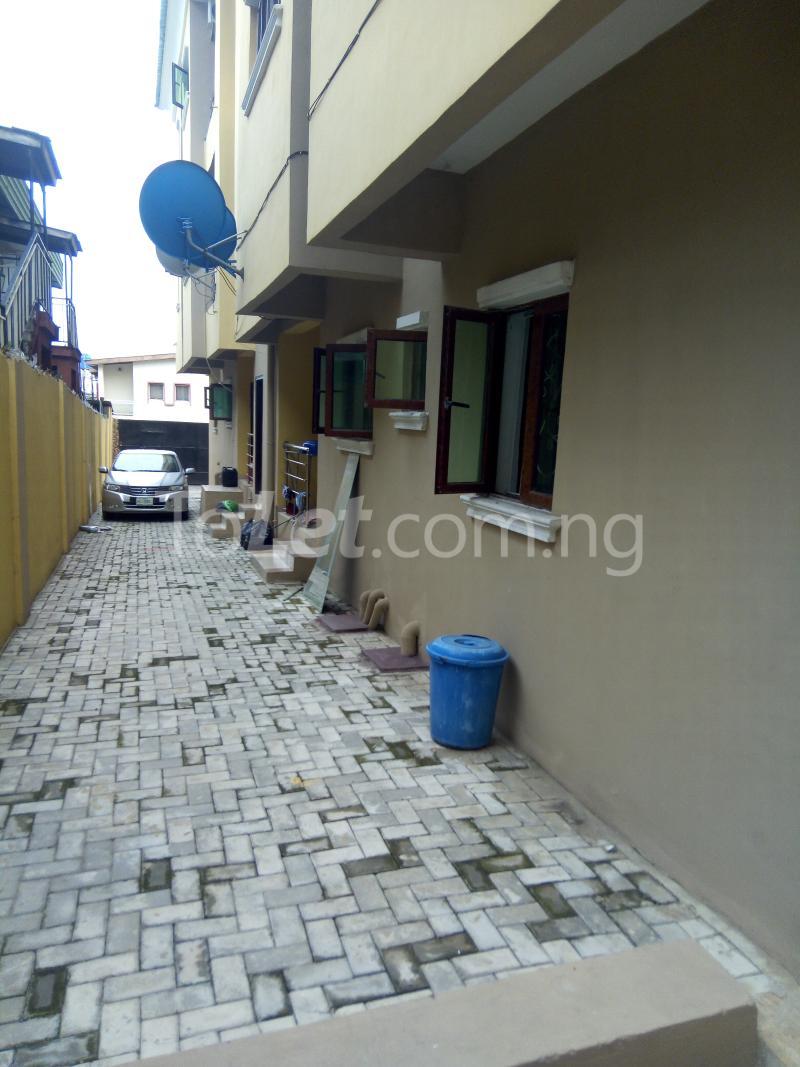 3 bedroom Flat / Apartment for rent Modupe street off Fola Agoro  Shomolu Shomolu Lagos - 1