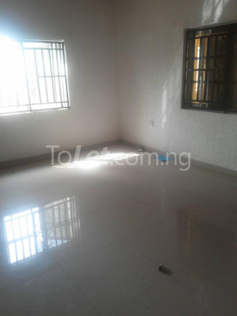 3 bedroom Flat / Apartment for rent Modupe street off Fola Agoro  Shomolu Shomolu Lagos - 2