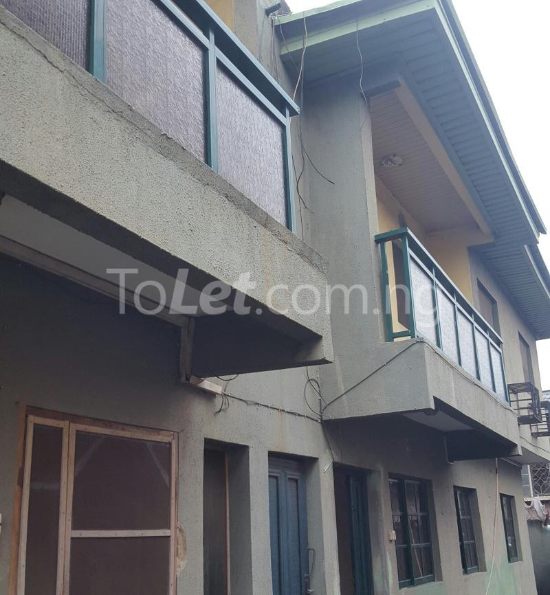 3 bedroom Flat / Apartment for rent Off Adelabu Adelabu Surulere Lagos - 1