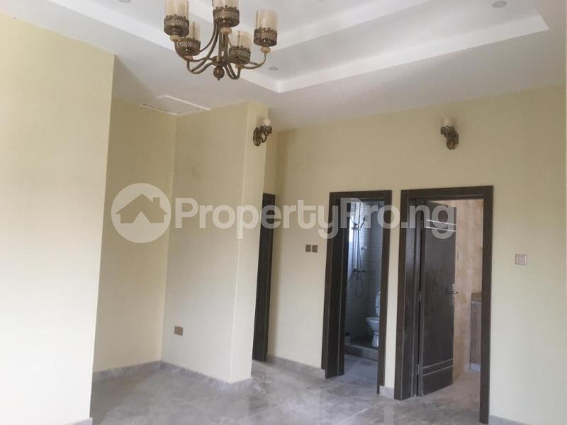 2 bedroom Blocks of Flats House for rent Right hand side, by pinnacle filling station Lekki Phase 1 Lekki Lagos - 3