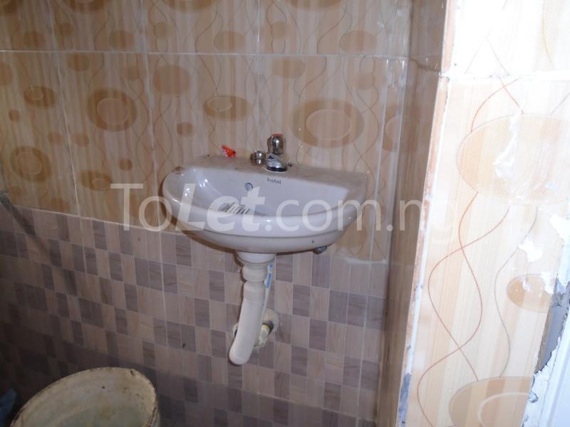1 bedroom mini flat  Self Contain Flat / Apartment for rent - Lawanson Surulere Lagos - 6