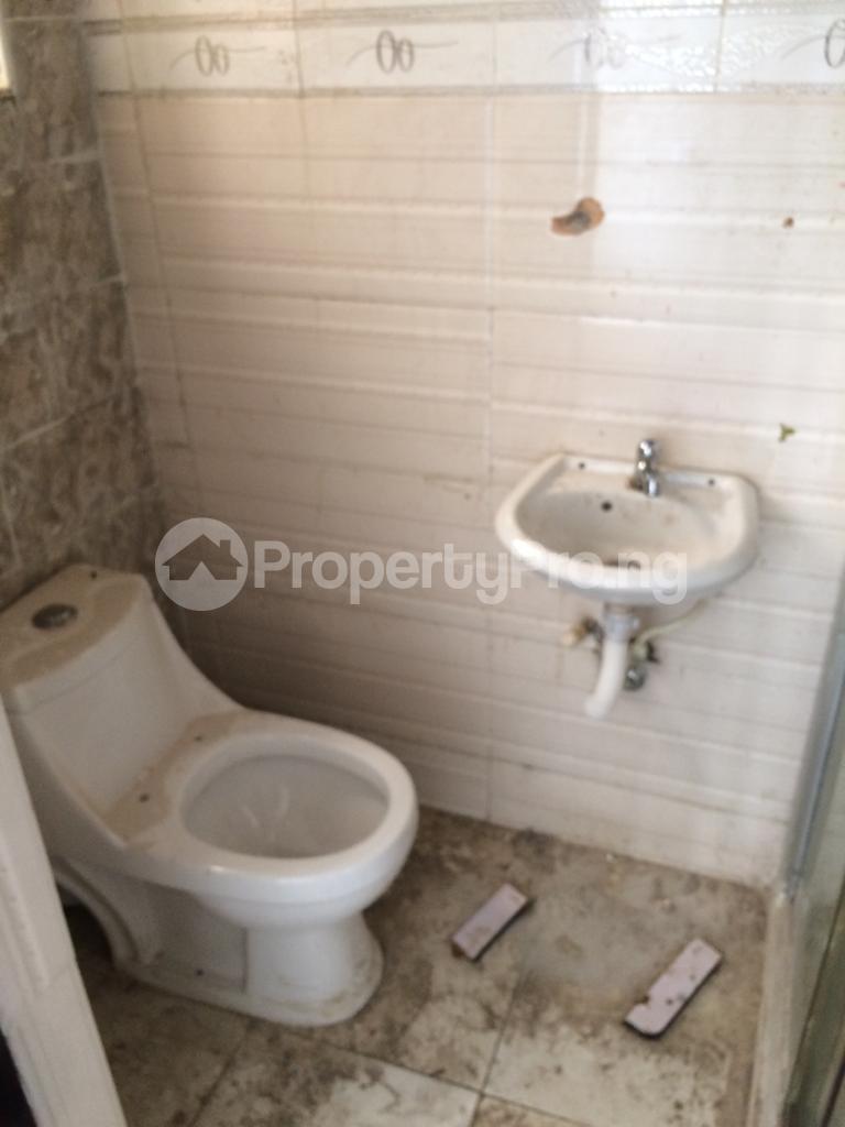 3 bedroom Flat / Apartment for rent off coker road Coker Road Ilupeju Lagos - 4