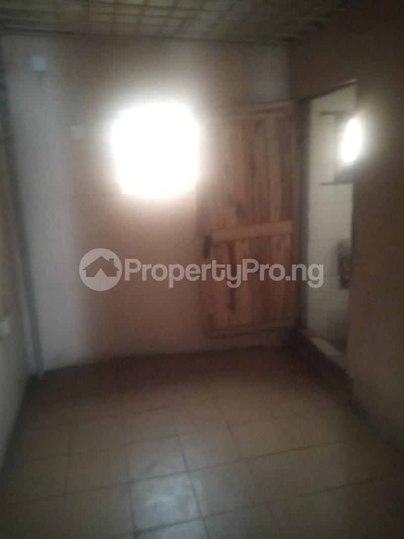 Shop Commercial Property for rent Itire road close to Ogunlana drive Ogunlana Surulere Lagos - 3