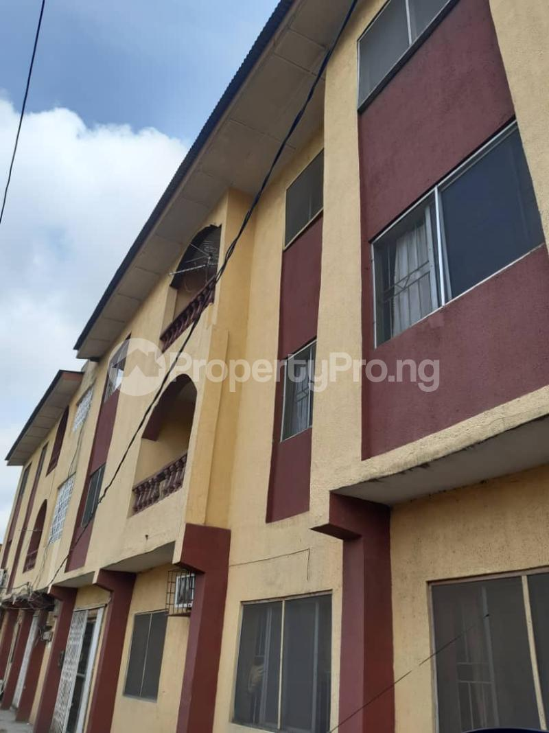 3 bedroom Flat / Apartment for rent Shomolu Shomolu Lagos - 0