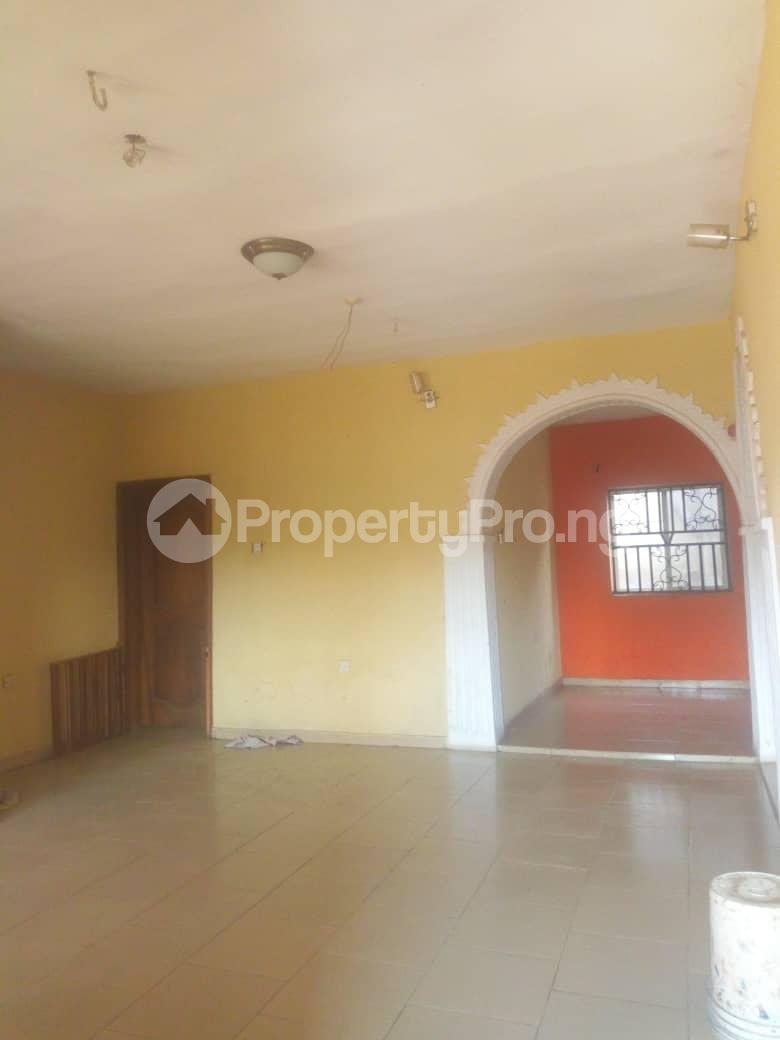 3 bedroom Flat / Apartment for rent Adeyemo Molete Ibadan Oyo - 3