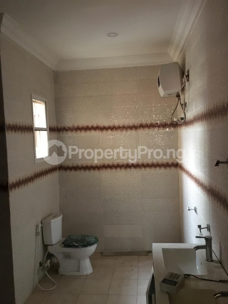 4 bedroom Semi Detached Duplex House for rent Magodo ph2 estate shangisha off cmd road. Magodo GRA Phase 2 Kosofe/Ikosi Lagos - 2