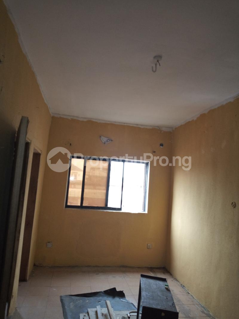 1 bedroom mini flat  Self Contain Flat / Apartment for rent Omobola Street. ,off lawanson road, surulere Lawanson Surulere Lagos - 3