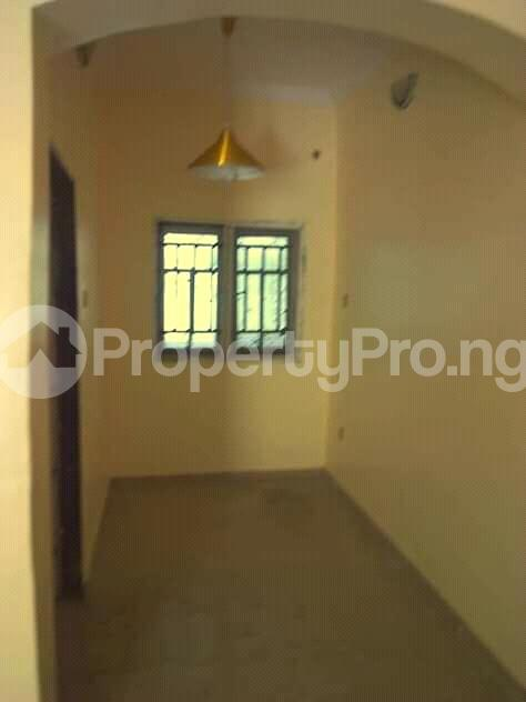 2 bedroom Flat / Apartment for rent is at Ilupeju Side other side of palmgrove Palmgroove Shomolu Lagos - 3