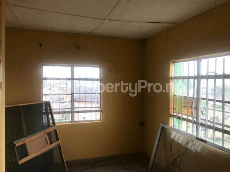 2 bedroom Shared Apartment for rent Obanikoro Shomolu Lagos - 2