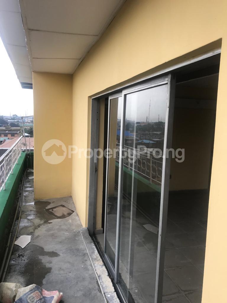 2 bedroom Shared Apartment for rent Obanikoro Shomolu Lagos - 5