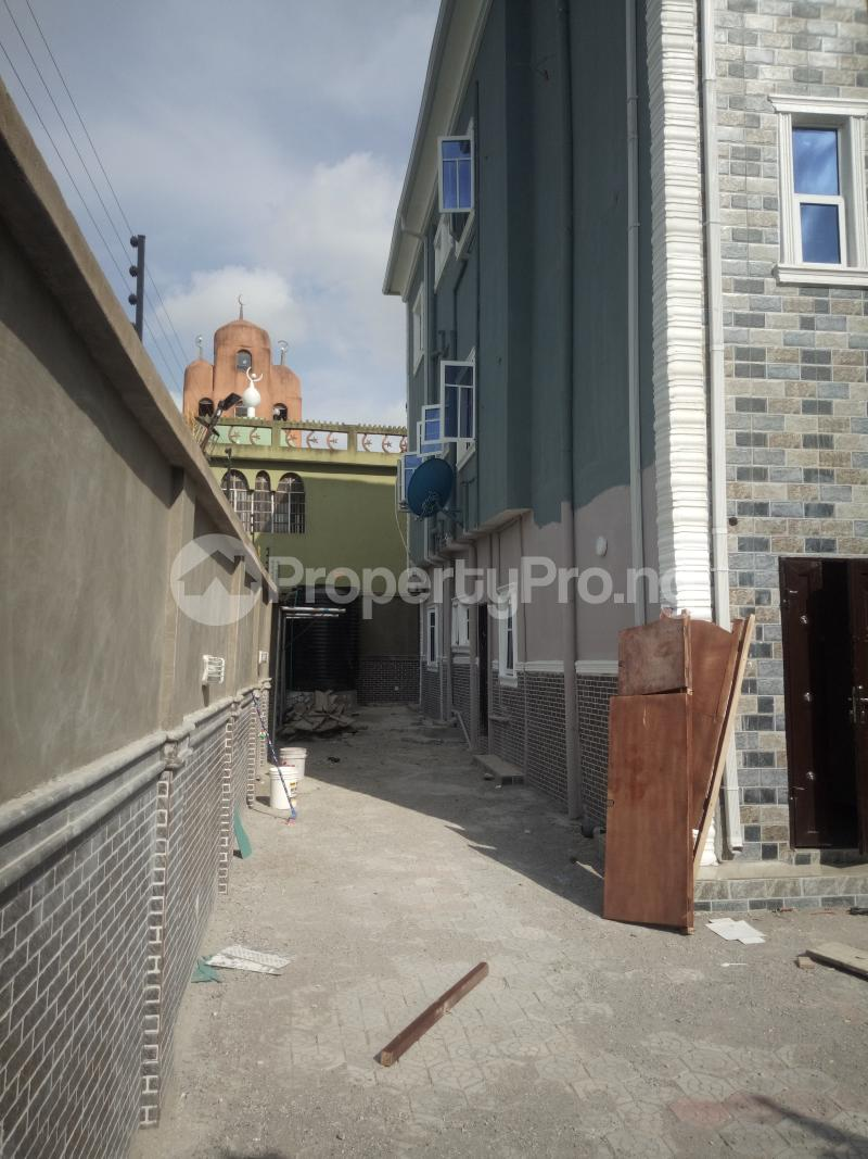 3 bedroom Flat / Apartment for rent Off Oworo road, oworo Kosofe Kosofe/Ikosi Lagos - 4