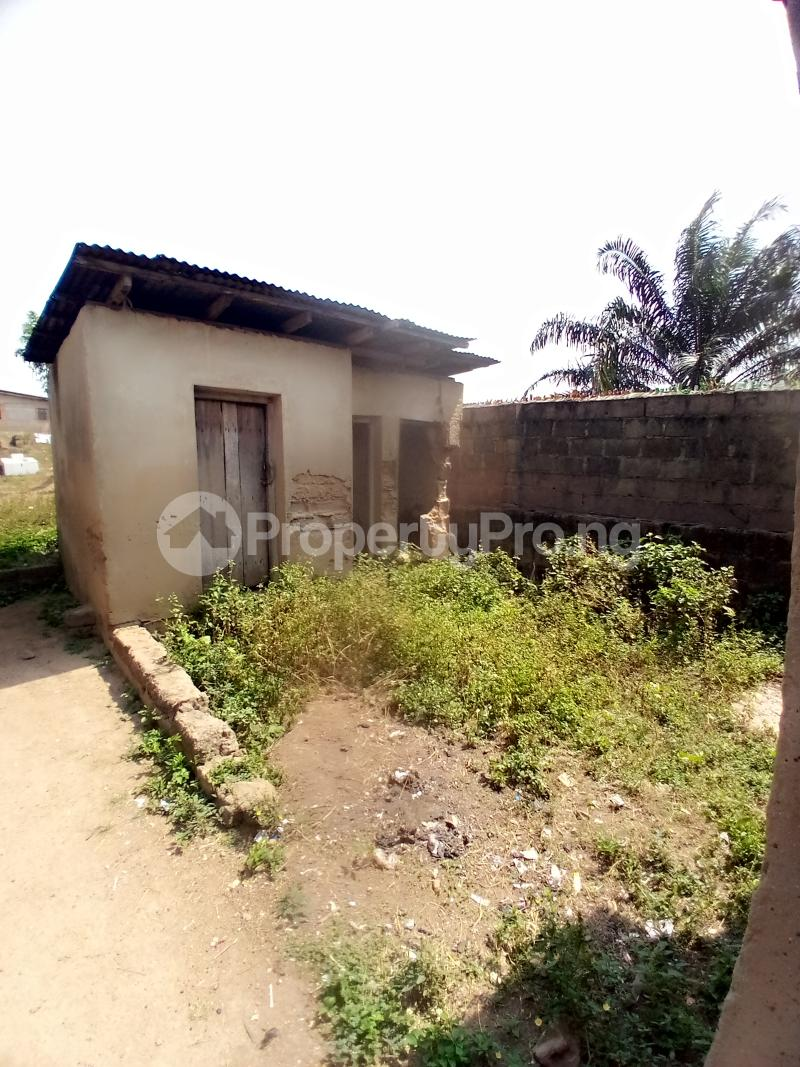8 bedroom Detached Bungalow for sale Behind Zumuratul Hijaj School, Muslim Ibadan Oyo - 4