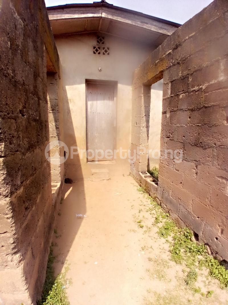 8 bedroom Detached Bungalow for sale Behind Zumuratul Hijaj School, Muslim Ibadan Oyo - 2