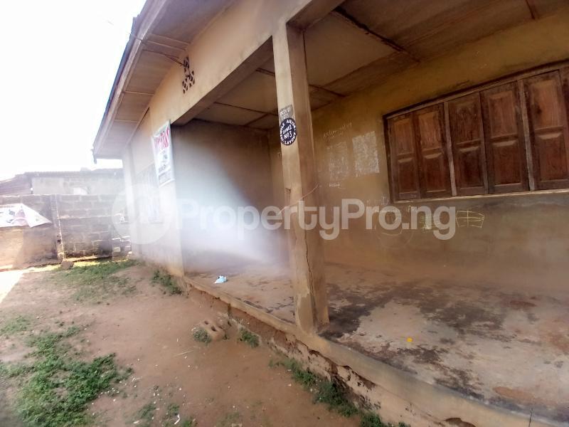 8 bedroom Detached Bungalow for sale Behind Zumuratul Hijaj School, Muslim Ibadan Oyo - 1