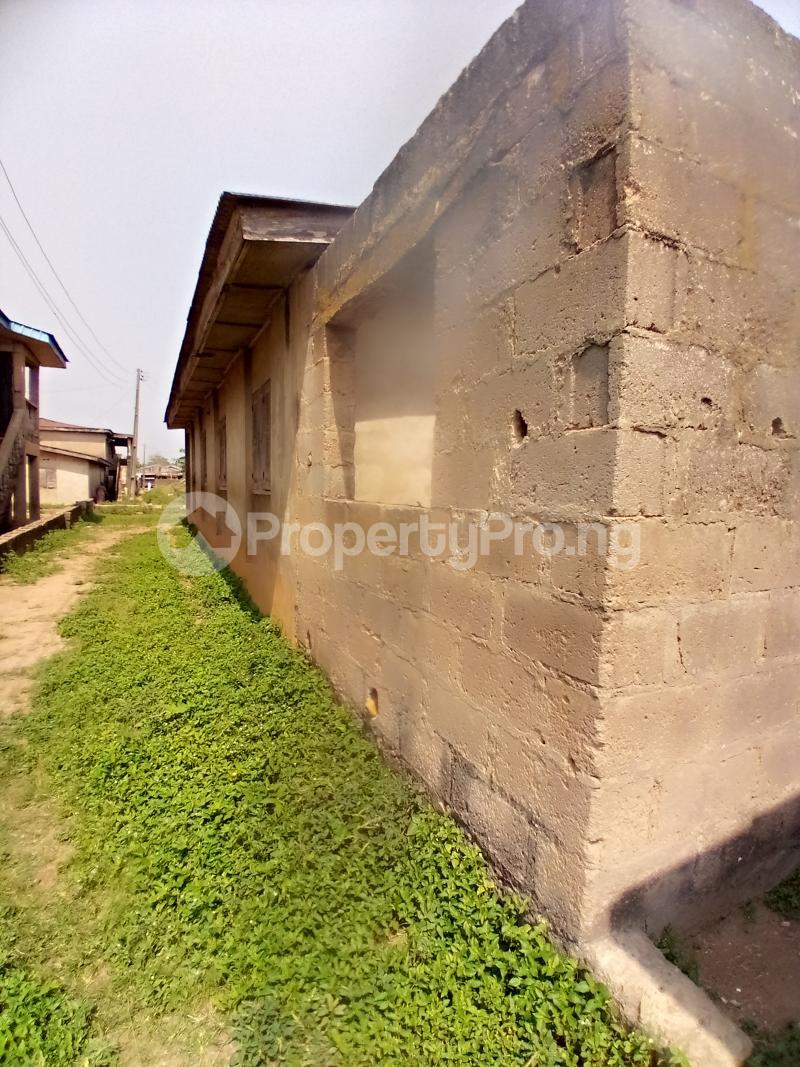 8 bedroom Detached Bungalow for sale Behind Zumuratul Hijaj School, Muslim Ibadan Oyo - 0