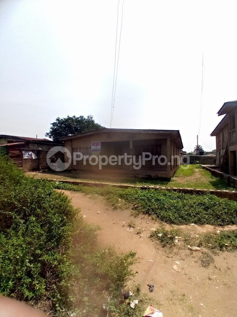 8 bedroom Detached Bungalow for sale Behind Zumuratul Hijaj School, Muslim Ibadan Oyo - 9