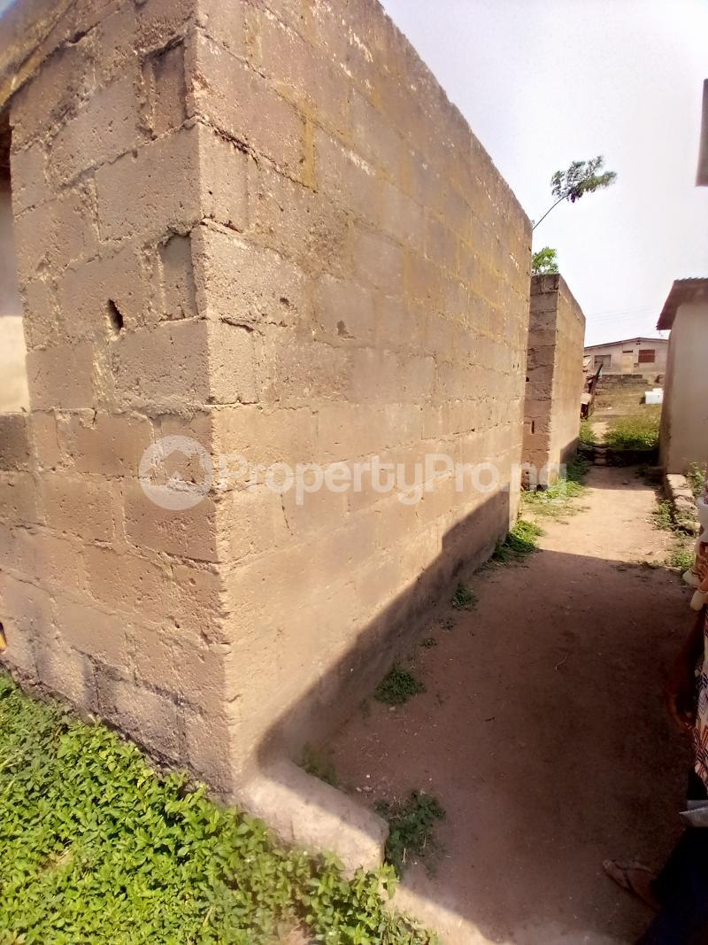8 bedroom Detached Bungalow for sale Behind Zumuratul Hijaj School, Muslim Ibadan Oyo - 3