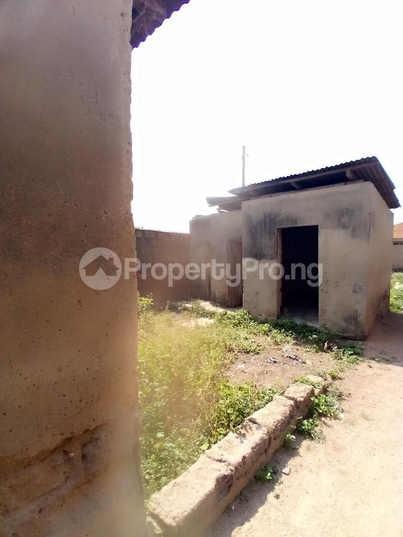 8 bedroom Detached Bungalow for sale Behind Zumuratul Hijaj School, Muslim Ibadan Oyo - 5