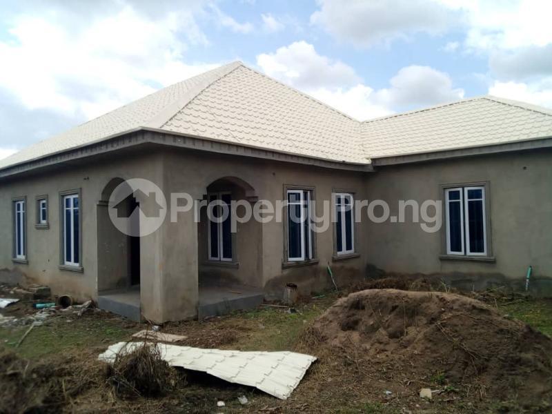 3 bedroom Detached Bungalow for sale Akinjole Oluwo, New Ife Road. Egbeda Oyo - 0