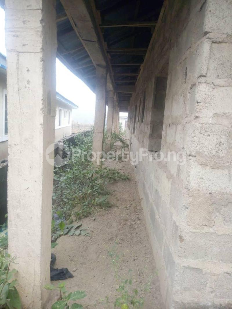 10 bedroom Flat / Apartment for sale Close To Uniosun Ikire Campus Aiyedire Osun - 3