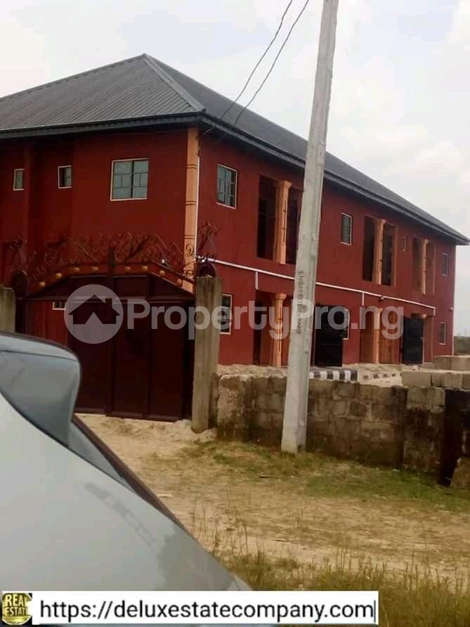 9 bedroom Mini flat for sale At Fupre School Ugbomro,warri Delta State Warri Delta - 1